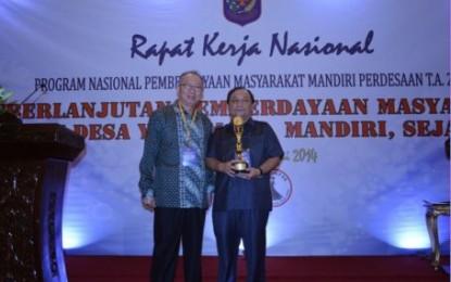 Gubernur Sulawesi Utara Terima Penghargaan Pembina PNPM Terbaik