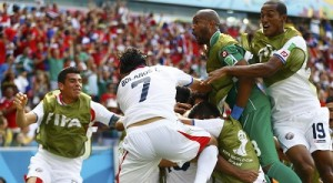 Costa Rica's Ruiz celebrates with teammates after scoring a goal during their 2014 World Cup Group D soccer match against Italy at the Pernambuco arena in Recife