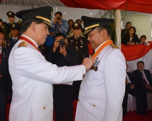 Wagub Kansil Terima Satya Lencana  Karya Satya 30 Tahun