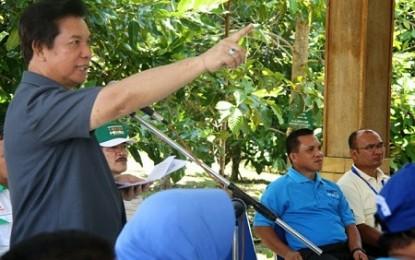 Warga Bangka Protes Bupati Sompie