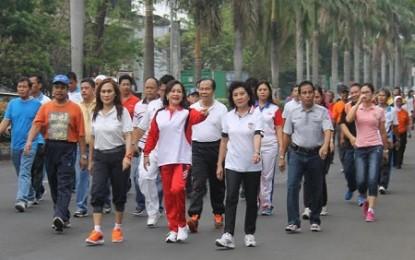 Peringati HKN ke 50, Dinkes Bitung Gelar Jalan Sehat