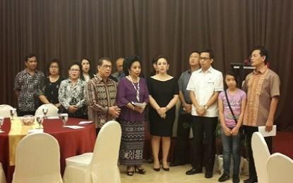 Keluarga Besar Sarundajang-Laoh Tambuwun Gelar Syukuran