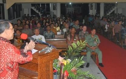 Gubernur Sarundajang Natal Bersama Umat Katolik Tataaran