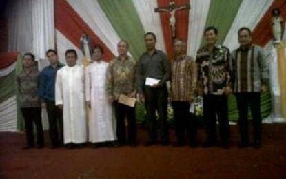 Wali Kota Manado Sumbang Rp500 Juta Bagi 10 Gereja Katolik di Manado