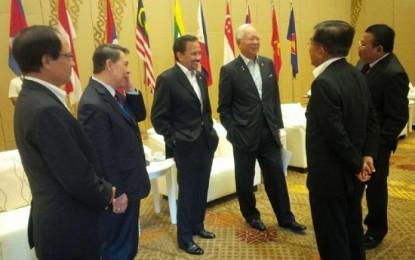 Gubernur Sarundajang Berdialog Bersama Peserta KTT Asean