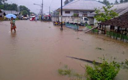 Banjir Merendam Pemukiman Warga Paret Kayumoyondi