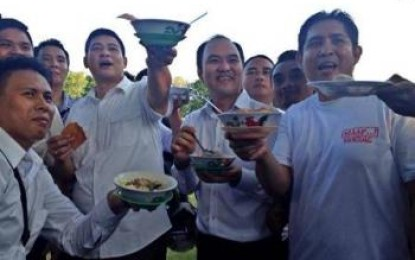 Usai Mendaftar, Ai – JA Makan Bakso Bersama