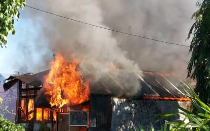 Api Melalap Rumah di Sario Tumpaan