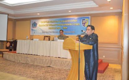 Sekprov Beri Materi Demokrasi dan Wawasan Kebangsaan bagi anggota DPRD Bolmut