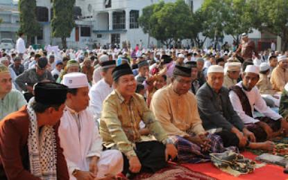 Lomban Hadiri Sholat Idul Adha