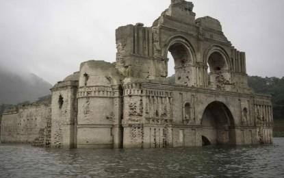 Kisah Gereja 400 Tahun yang Muncul dari Permukaan Air