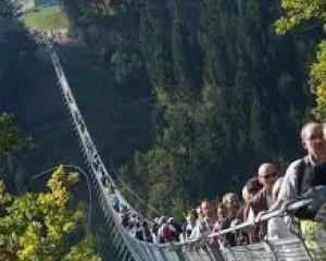 Berburu Panorama Menakjubkan di Jembatan Gantung Tertinggi Jerman