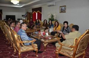 Kawanua sedunia saat pulang kampung dan bertemu Gubernur Soni Sumarsono, 29 Desember 2015