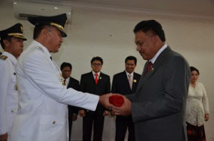 Gubernur Sulawesi Utara Olly Dondokambey SE, sebelum melantik dan mengambil sumpah lima Bupati dan Walikota periode 2016-2021 di graha Bumi beringin Manado, Rabu (17/02).