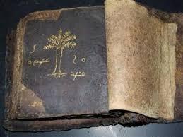 Halaman awal dari Injil yang dijual dengan klaim dirasuki arwah. (Foto: Daily Mail)