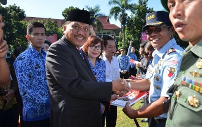 Buku Pahlawan Asal Sulut Dibagikan Gubernur
