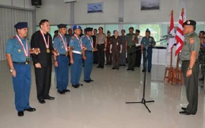 Dua Bupati Kepulauan Terima Penghargaan Dharma Pertahanan
