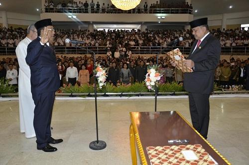 Gubernur Sulut Olly Dondokambye SE melantik Edwin Silangen SE MSi sebagai Sekretaris Provinsi Sulut