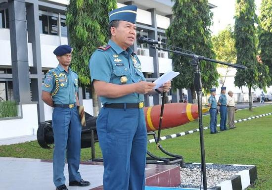 Danlantamal VIII Manado saat menyampaikan sambutan di hadapan para petinggi dan personil TNI AL