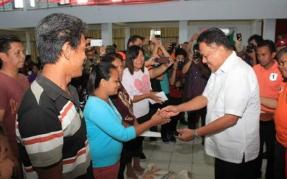 Gubernur Sulut Serahkan Bantuan bagi Korban banjir Bitung