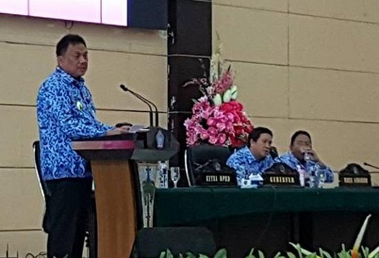 Gubernur Sulut Olly Dondokambey SE menyampaikan hasil Ratas bersama Presiden Joko Widodo