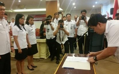 Ada 15 Pejabat Dinas Dukcapil KB Dilantik Wagub Kandouw