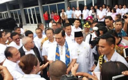 Di KM Dorolonda, Menko Luhut Hadiri Musrembang Maluku dan Malut