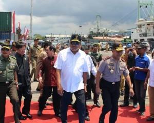 Gubernur Olly Dondokambey Sambut Kedatangan Perdana Kapal Roll On Roll Of (RoRo) MV Super Shuttle Roro 12 rute Davao – General Santos (Filipina) – Bitung (Indonesia)