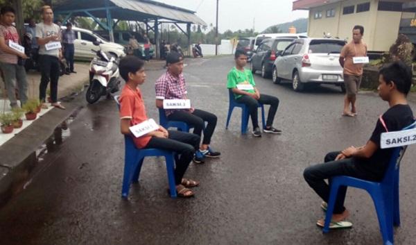 Rekonstruksi kasus penikaman oleh Polres Minut