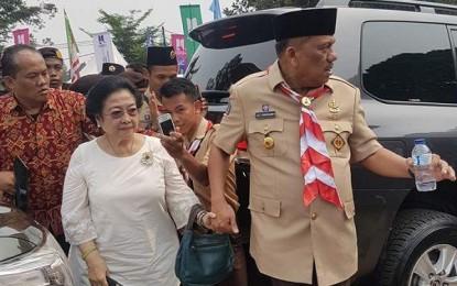 Gubernur Dondokambey Temani Megawati di Raimuna