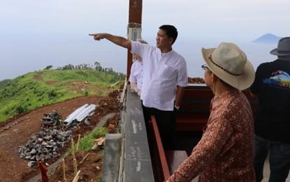 Wagub Kandouw dan Rombongan Nikmati Panorama Bukit Tetempangan