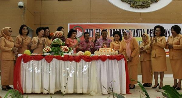Perayaan HUT ke 16 Dharma Wanita Persatuan (DWP) yang dirangkai dengan perayaan pra-Natal