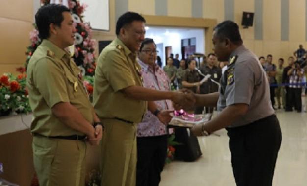 Gubernur Sulut Serahkan DIPA 2018 di Penghujung Tahun 2017