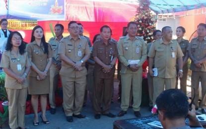Pemkot Manado Serahkan Bantuan Natal di Kecamatan Mapanget