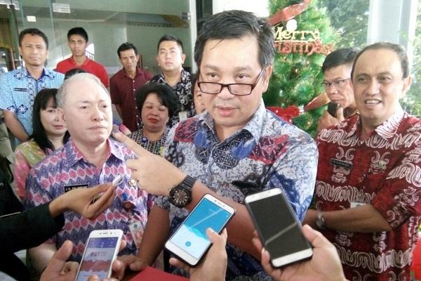 Wagub Drs Steven OE Kandouw saat mengumumkan surat penetapan Hari Libur dan Cuti Bersama ASN Prov Sulut