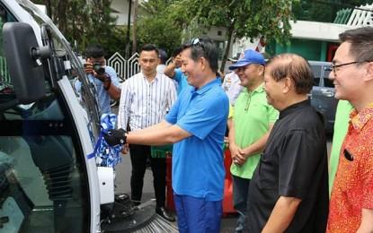 Pemkot Manado Siap Operasikan Kendaraan Penyapu Jalan