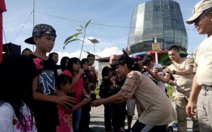 Forward Sulut dan Alumni UGM di Manado Sukses Tanam 100 Bibit Pohon di Godbless Park
