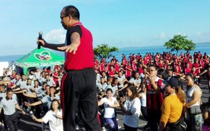 Keluarga Besar Polresta Manado Olahraga Bersama di Kawasan Megamas