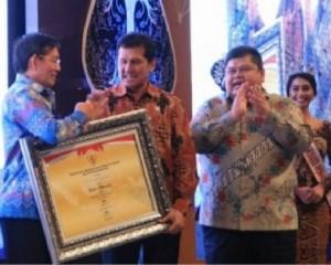 Walikota Manado GSV Lumentut Terima Penghargaan SAKIP dari Menteri PAN/RB