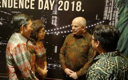 Walikota Manado GSVL dan Istri Hadiri Hari Kemerdekaan AS di Surabaya