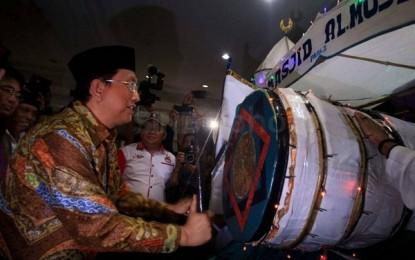 Sekprov Edwin Silangen Lepas Peserta Pawai Takbiran di Manado