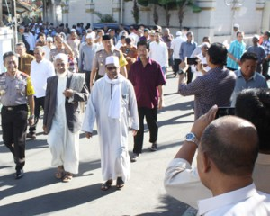 Kapolda Sulut Ikut Tradisi Iwat di Kampung Arab Manado