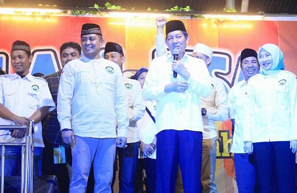 Walikota Manado Dr Ir GSV Lumentut SH MSi DEA saat menutup Lomba Musik Sahur Ramadhan, Kamis (07/6/2018) malam.