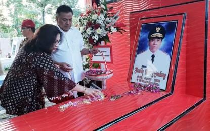 ODSK Ziarahi dan Tabur Bunga di Makam Mantan Gubernur dan Wakil Gubernur Sulut