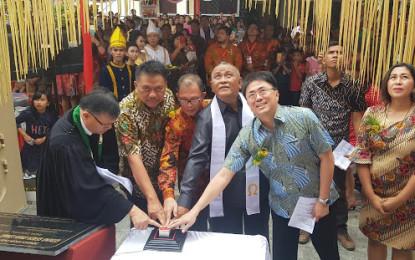 Hadiri Pengucapan Syukur Di Manado, Gubernur Olly Resmikan Gereja GMIM Pinaesaan