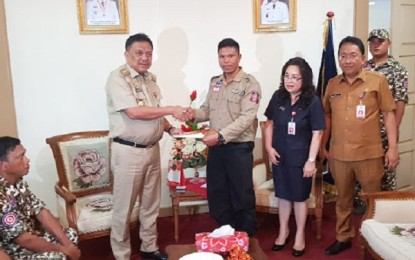 Gubernur Serahkan Piagam Penghargaan pada Tim TAGANA Sulut
