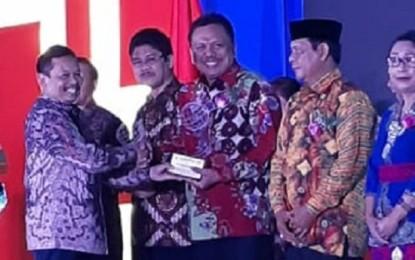 Kembangkan TIK Pendidikan Sulut, Gubernur Olly Terima Penghargaan Kihajar Madya Dari Kemendikbud RI