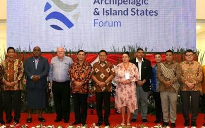 Gubernur Jamu Menko Maritim RI dan Peserta AIS di Wisma Negara
