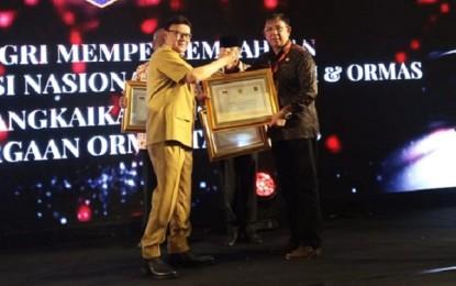 Berhasil Bina Ormas Sulut, Gubernur DondokambeyTerima Penghargaan dari Mendagri RI