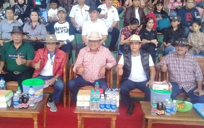 Gubernur Olly Saksikan Kejurnas Pacuan Kuda Piala Presiden